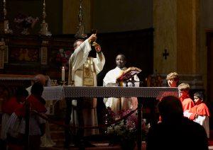 Raccolta fondi a Stresa, com Messa celebrata da Padre Vincent e da don Gianni (anziano) e don Gianluca (giovane) presso la Chiesa dei Santi Ambrogio e Teodulo